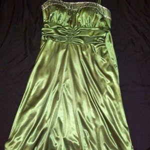 Green silky dress!! Unique✨